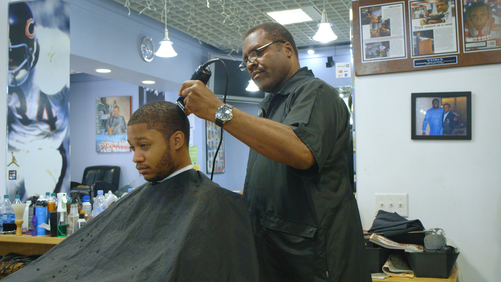 Meet The Man Who Has Cut President Obamas Hair For Nearly 20 Years